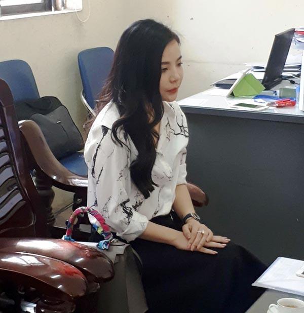Hoa hậu, diễn viên, người mẫu nào quảng cáo cho bà chủ lô mỹ phẩm trị giá 11 tỷ đồng nghi giả? Ảnh bà Nguyễn Thu Trang làm việc tại cơ quan chức năng (ảnh: PL)