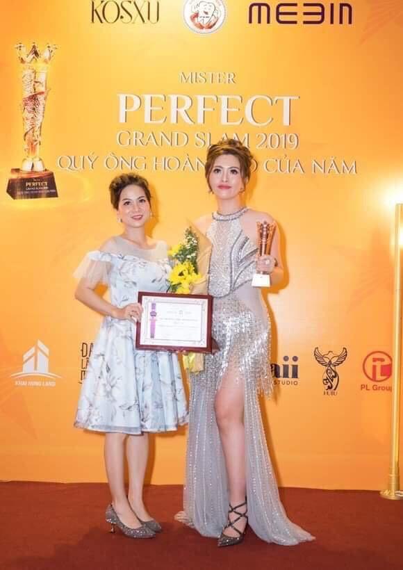 Bà Nguyễn Thị Ngọc Thúy - CEO Công ty TNHH TM DV Mai Mai Hương với sản phẩm Mai Thảo Mộc.