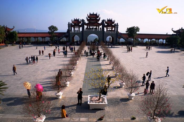 Chùa Ba Vàng được tôn tạo to đẹp vào bậc nhất Việt Nam