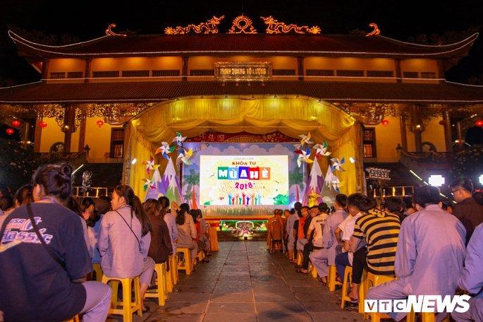Khóa tu mùa hè là chương trình thường niên tại chùa Ba Vàng trong những năm gần đây.