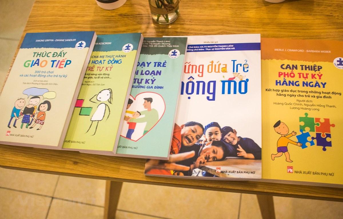 """Nhân ngày thế giới nhận thức về chứng tự kỷ (2/4), Nhà xuất bản Phụ Nữ đã tổ chức ra mắt series """"Sách cho trẻ tự kỷ"""" tại Hà Nội."""