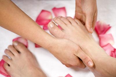 Cách chăm sóc và bảo vệ đôi bàn chân
