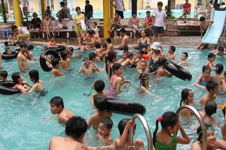 Hóa chất trong bể bơi gây biến đổi gene