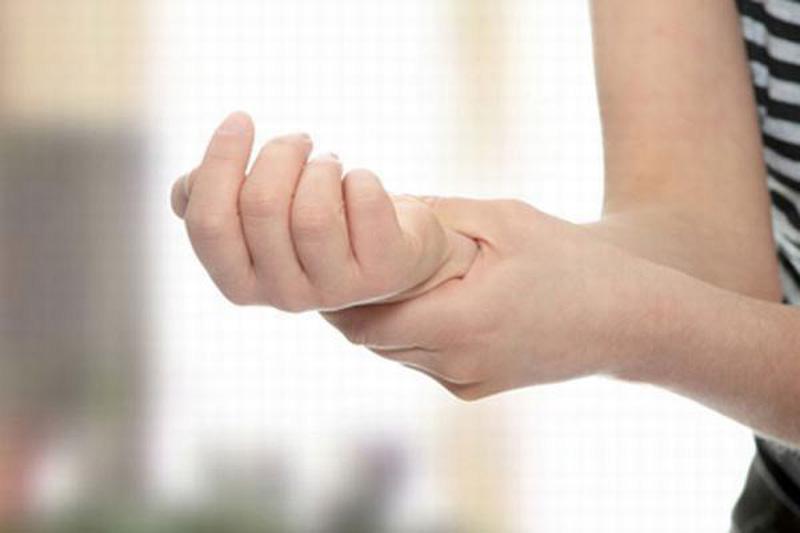 Kết hợp Đông Tây y trong điều trị bệnh run chân tay