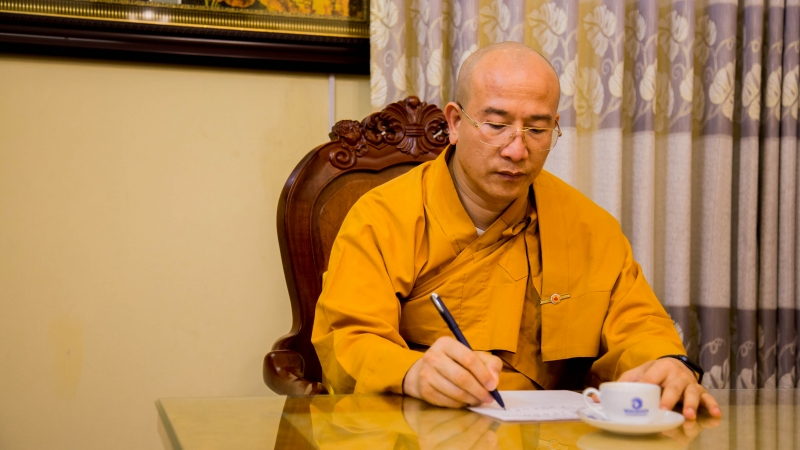 Sư trụ trì chùa Ba Vàng tên thật là Vũ Minh Hiếu, từng là giảng viên ĐH Kinh tế Quốc dân