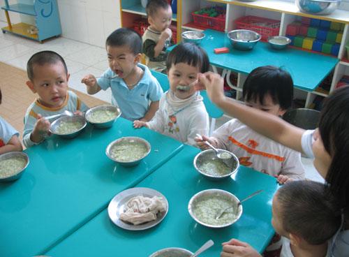 Những loại thức ăn tốt và không tốt cho trẻ ăn vào bữa ăn sáng
