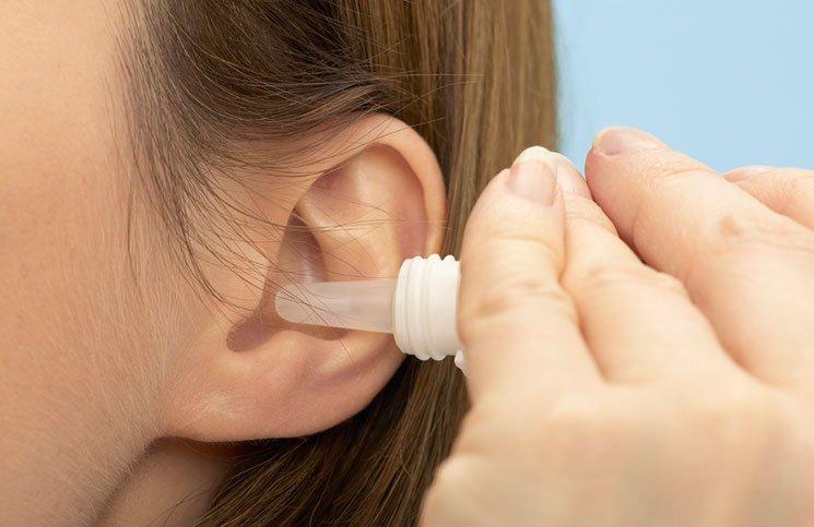 Không tự ý dùng ôxy già để nhỏ tai