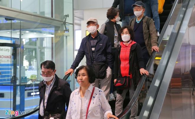 Phát hiện 2 khách Trung Quốc sốt cao ở sân bay Nội Bài