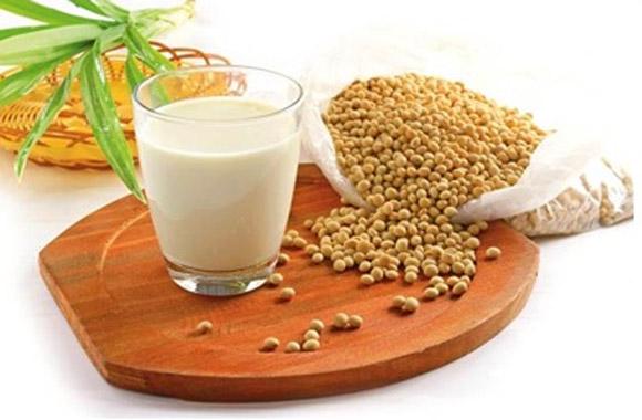 Những người sau không nên uống sữa đậu nành?