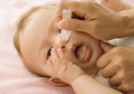 Điều trị nghẹt mũi cho trẻ sơ sinh