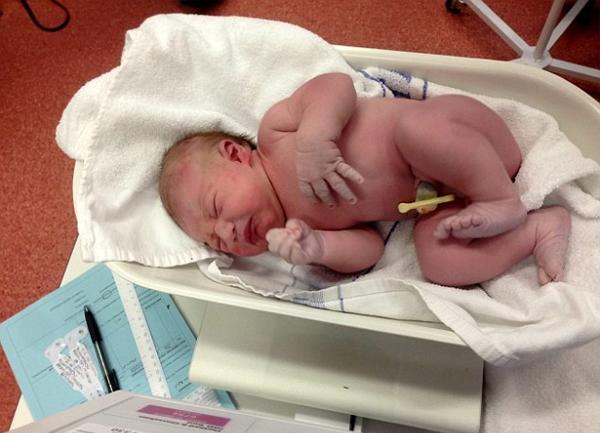 Lần đầu tiên quay được hình ảnh đứa trẻ ra đời