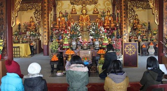 Văn khấn cầu tài, cầu lộc, cầu bình an ở ban Tam Bảo tại chùa